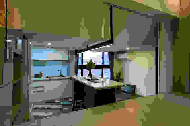 餐區、工作、客房 隨心所欲。 根據 法柏室內裝修設計 日式風、東方風