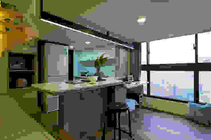 美麗的高樓景觀+ 一杯茶,宅在家 也很可以哦 根據 法柏室內裝修設計 日式風、東方風
