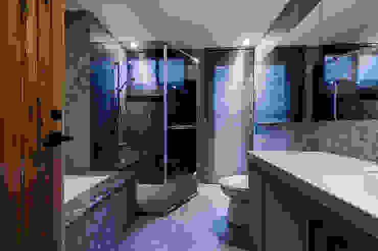 主臥浴室 現代浴室設計點子、靈感&圖片 根據 黃巢設計工務店/戴小芹建築師事務所 現代風 大理石