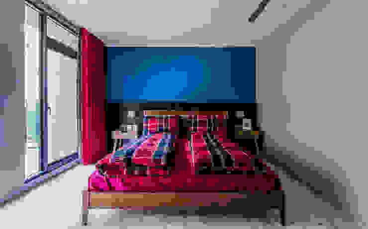 主臥室床頭 根據 黃巢設計工務店/戴小芹建築師事務所 現代風