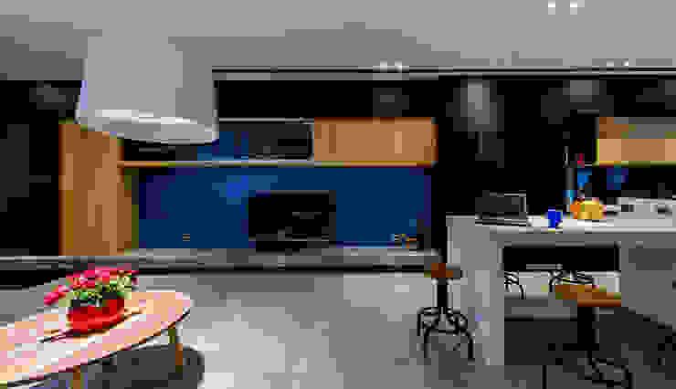 電視牆 现代客厅設計點子、靈感 & 圖片 根據 黃巢設計工務店/戴小芹建築師事務所 現代風 大理石