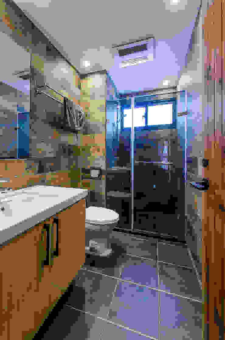 浴室 現代浴室設計點子、靈感&圖片 根據 黃巢設計工務店/戴小芹建築師事務所 現代風 磁磚