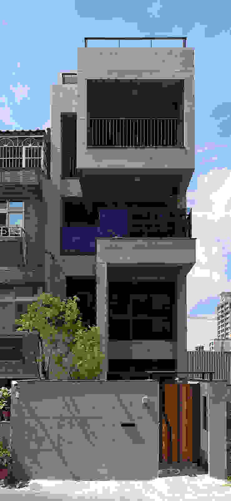 建築外觀 根據 黃巢設計工務店/戴小芹建築師事務所 現代風 水泥