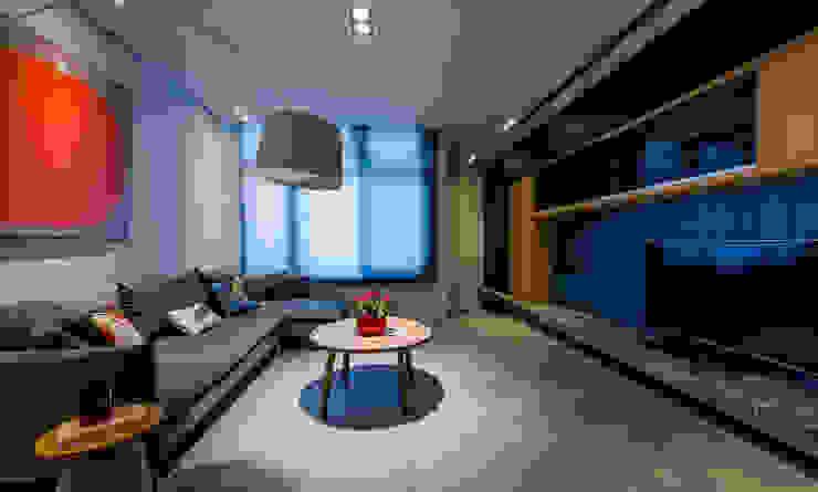 客廳 现代客厅設計點子、靈感 & 圖片 根據 黃巢設計工務店/戴小芹建築師事務所 現代風 合板