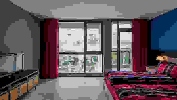 主臥室 根據 黃巢設計工務店/戴小芹建築師事務所 現代風
