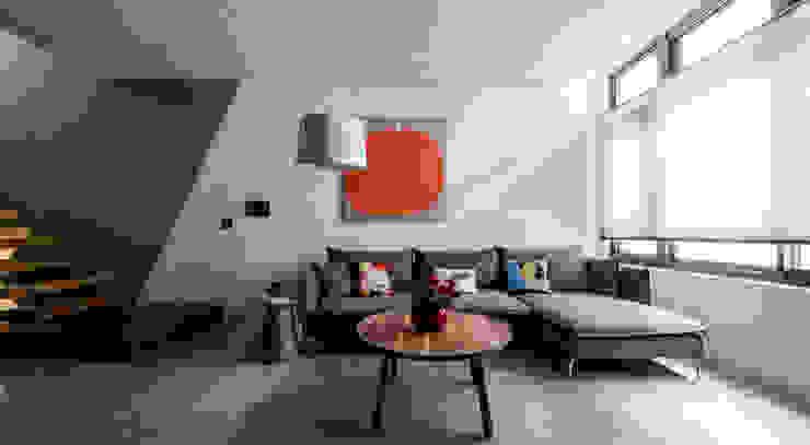 客廳空間 现代客厅設計點子、靈感 & 圖片 根據 黃巢設計工務店/戴小芹建築師事務所 現代風 磁磚