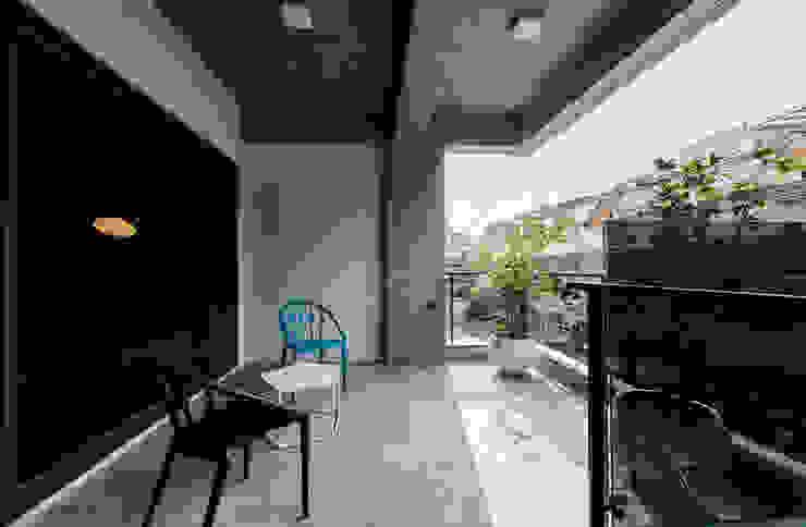 BBQ陽台 根據 黃巢設計工務店/戴小芹建築師事務所 現代風 強化水泥
