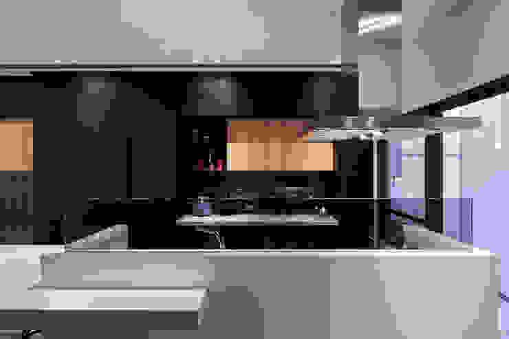 廚房 根據 黃巢設計工務店/戴小芹建築師事務所 現代風