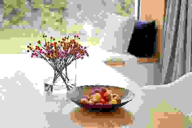 zeitloser Esszimmertisch aus Holz Heerwagen Design Consulting EsszimmerTische Holz