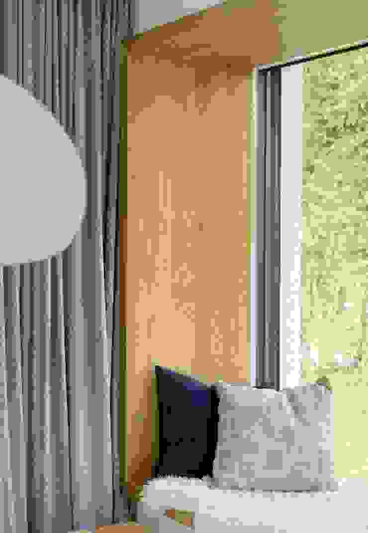 Detail des Sitzfensters Heerwagen Design Consulting WohnzimmerSofas und Sessel