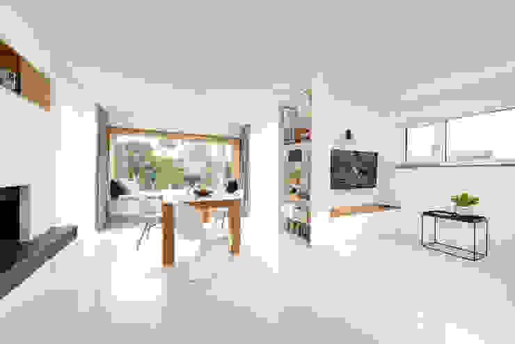 cleanes Esszimmerdesign mit Einbauelementen Heerwagen Design Consulting Moderne Esszimmer