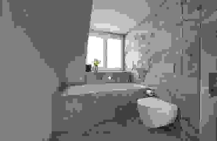 Badezimmer im Dachgeschoss Heerwagen Design Consulting Moderne Badezimmer