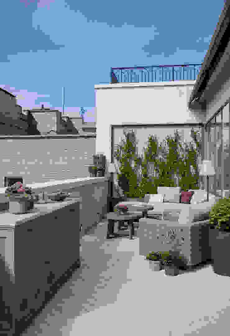 Терраса в квартире в клубном доме в Depre. Балкон и терраса в классическом стиле от MARION STUDIO Классический