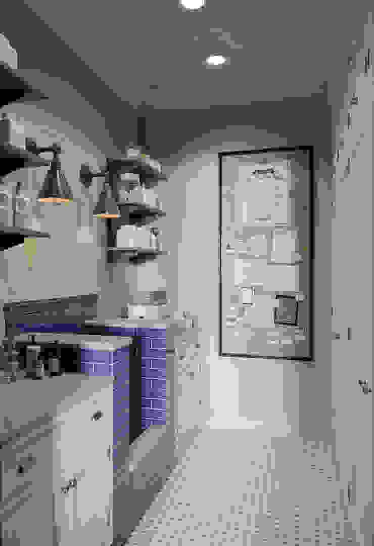 Постирочная в квартире в клубном доме в Depre. Гардеробная в классическом стиле от MARION STUDIO Классический