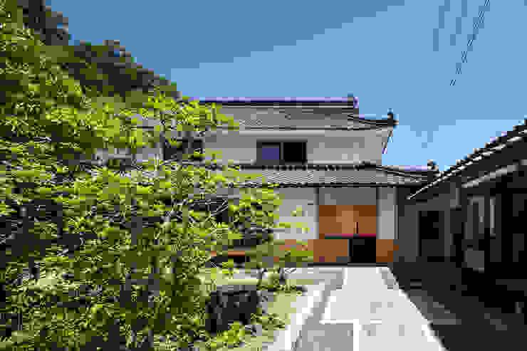 正面 神家昭雄建築研究室 アジア風レストラン 木 白色