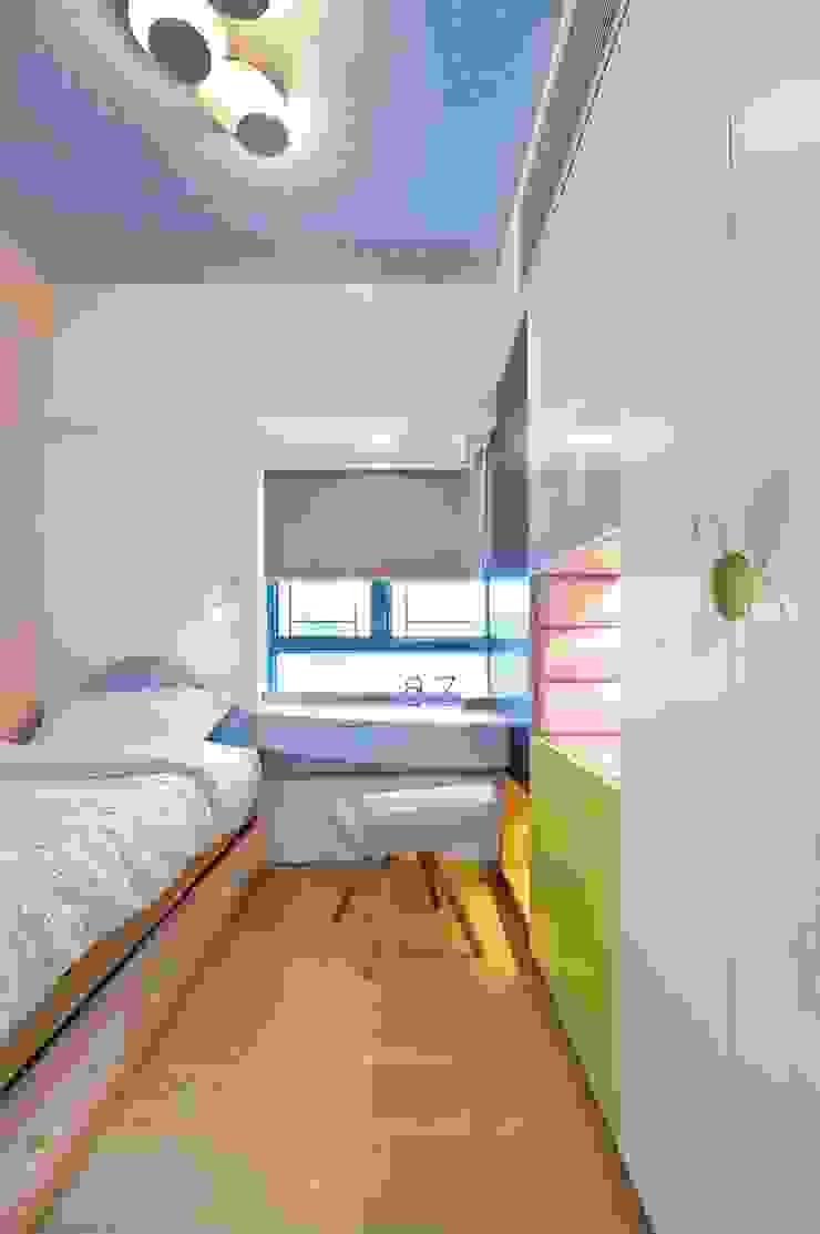 Small Bed Room by Darren Design & Associates 戴倫設計 Modern Wood Wood effect