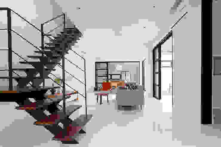 Frame House Atelier M+A Modern living room