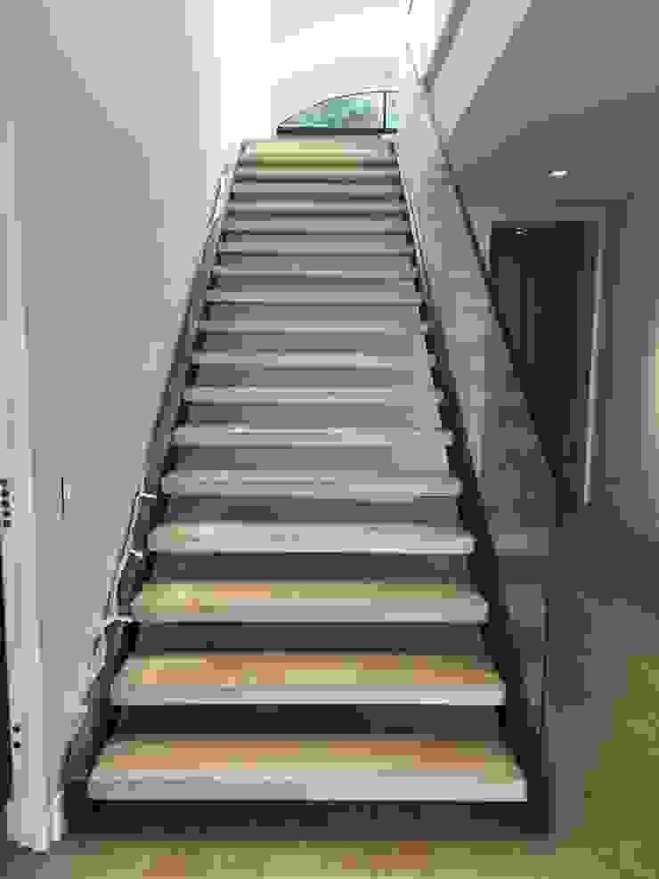 Escalera de BSArquitectos Moderno