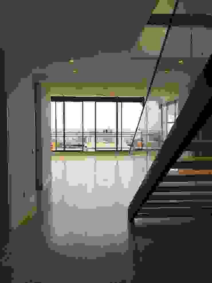 Salón Pasillos, vestíbulos y escaleras de estilo moderno de BSArquitectos Moderno