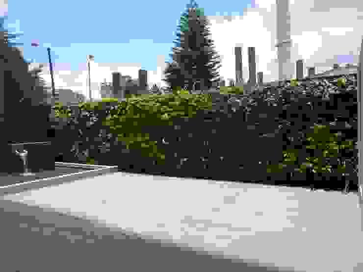 TERRAZA Balcones y terrazas de estilo moderno de BSArquitectos Moderno
