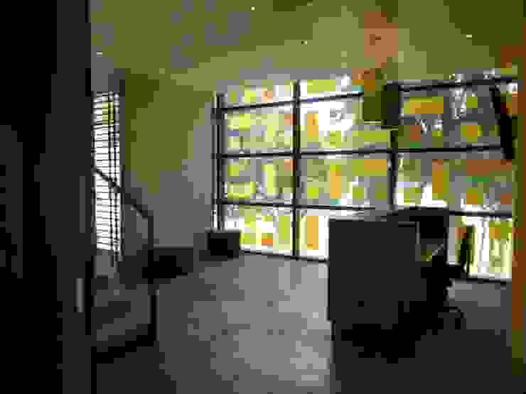 LOBBY GYM Pasillos, vestíbulos y escaleras de estilo moderno de BSArquitectos Moderno