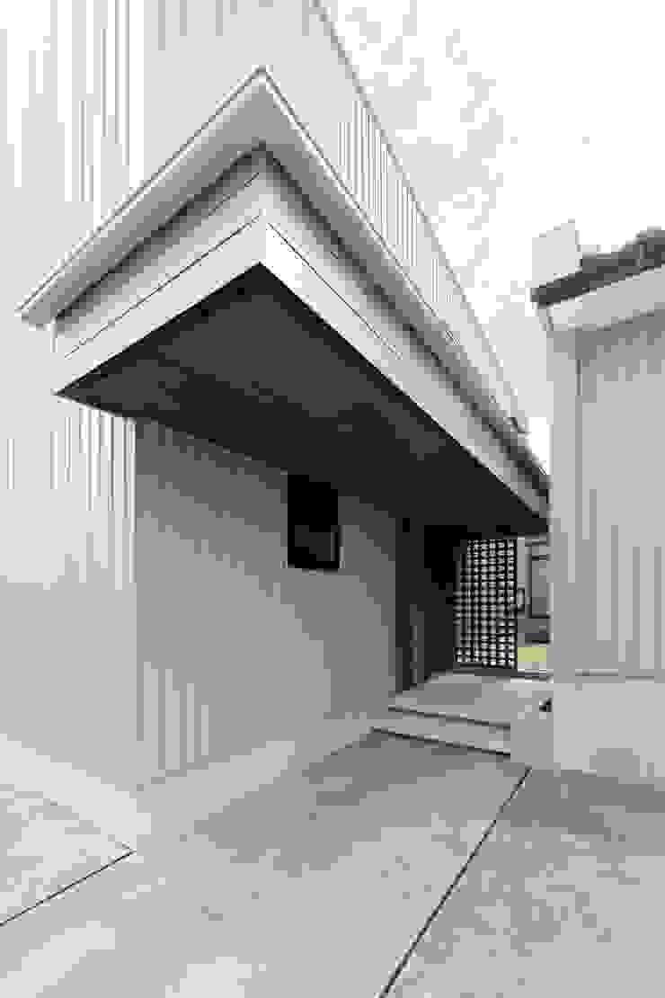 Casas estilo moderno: ideas, arquitectura e imágenes de 荒井好一郎建築設計室 Moderno