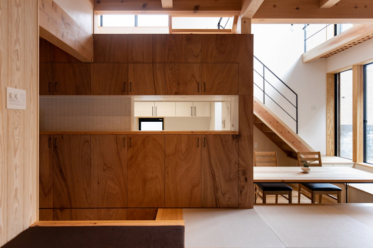 Livings de estilo moderno de 荒井好一郎建築設計室 Moderno