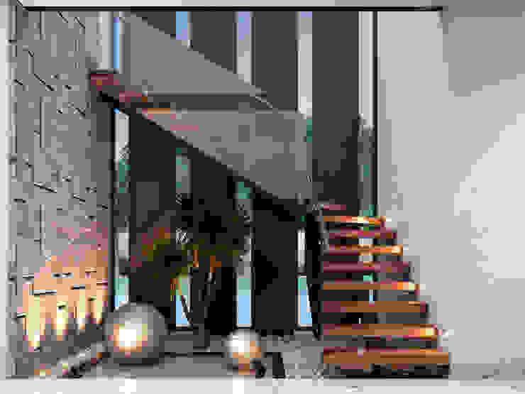 Casa GA: Escalera/Vestíbulo Pasillos, vestíbulos y escaleras modernos de Constructora OCC Moderno