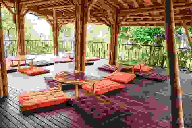 Espacios abiertos de Hauzer Arquitectura Tropical Bambú Verde