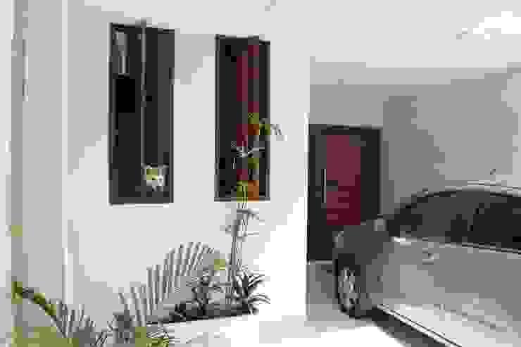 GARAGEM Trígono Arquitetos Associados Casas modernas