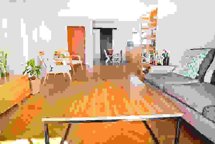 Living minimalista Livings modernos: Ideas, imágenes y decoración de Ba75 Atelier de Arquitectura Moderno