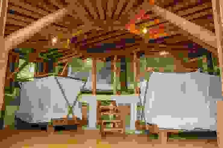 Aprovechamiento del espacio de Hauzer Arquitectura Tropical Bambú Verde