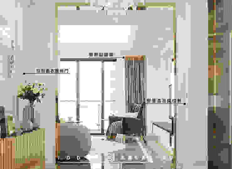 老屋翻新大改造分享-輕奢優雅智慧宅,打造你的全能避風港,落實生活智能,24小時居家防護 經典風格的走廊,走廊和樓梯 根據 有關創意室內設計 古典風 花崗岩