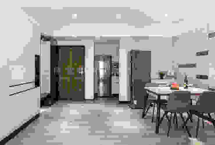 【永龍建設│永龍V&A 2】 現代風玄關、走廊與階梯 根據 SING萬寶隆空間設計 現代風