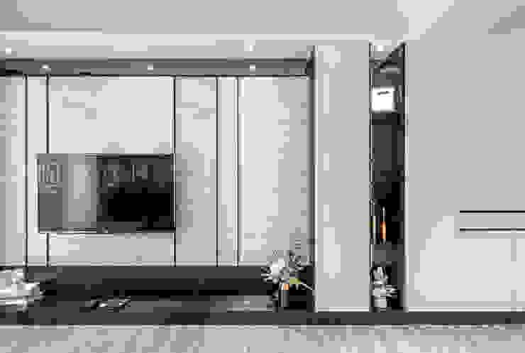 【永龍建設│永龍V&A 2】 现代客厅設計點子、靈感 & 圖片 根據 SING萬寶隆空間設計 現代風