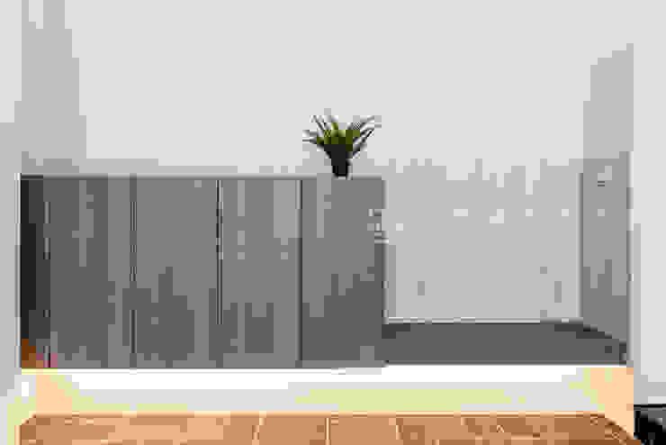 【呈豐建築 │ 呈豐日日11期】 現代風玄關、走廊與階梯 根據 SING萬寶隆空間設計 現代風