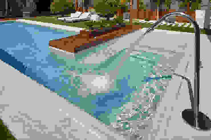 Los detalles de la piscina que te hacen feliz ROSA GRES Piscinas de jardín Cerámico Blanco