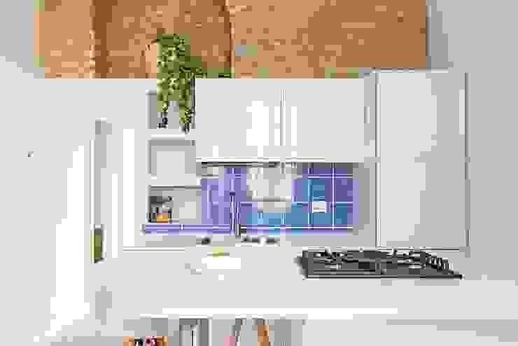 Cucine belle e comode GRUPPO RCM SRLS Cucina attrezzata Piastrelle Blu