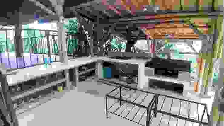 Mesas y mesones en guadua y concreto de Hauzer Arquitectura Rústico Bambú Verde