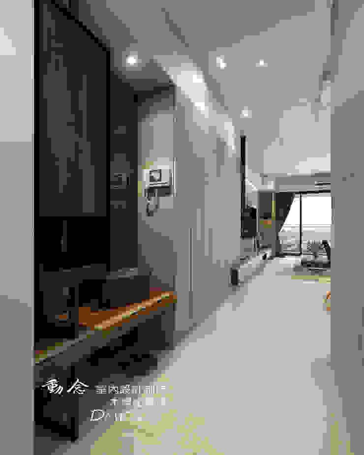 玄櫃/現代風 現代風玄關、走廊與階梯 根據 木博士團隊/動念室內設計制作 現代風