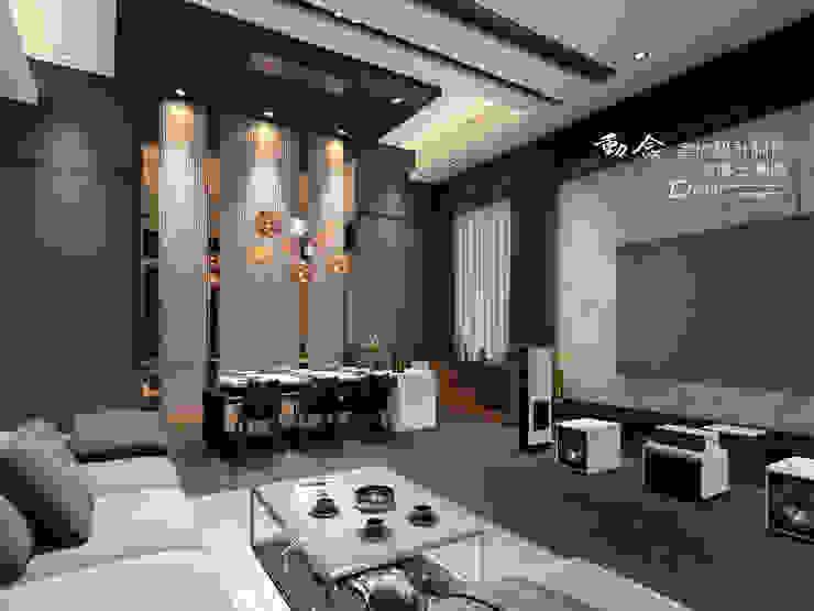 客廳/餐廳/茶境/鐵件/天花板/木地板/現代風 现代客厅設計點子、靈感 & 圖片 根據 木博士團隊/動念室內設計制作 現代風