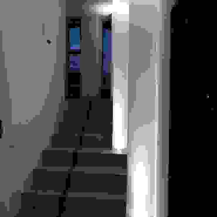 Seconda Scala di antonio felicetti architettura & interior design Moderno Ceramica