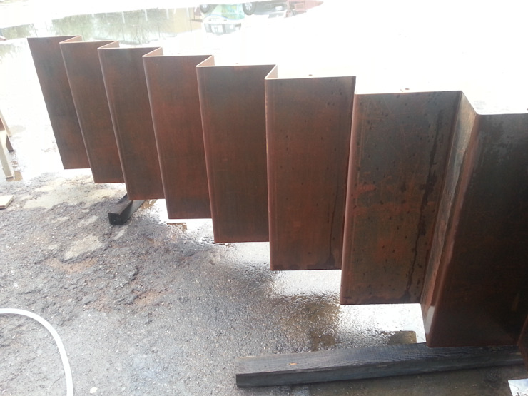 Preparazione Scala Effetto Acciaio Corten di antonio felicetti architettura & interior design Moderno Ferro / Acciaio