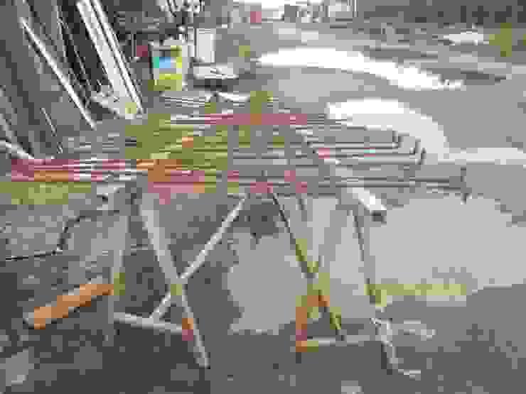 Preparazione parapetto scala effetto acciaio cortèn di antonio felicetti architettura & interior design Moderno Ferro / Acciaio
