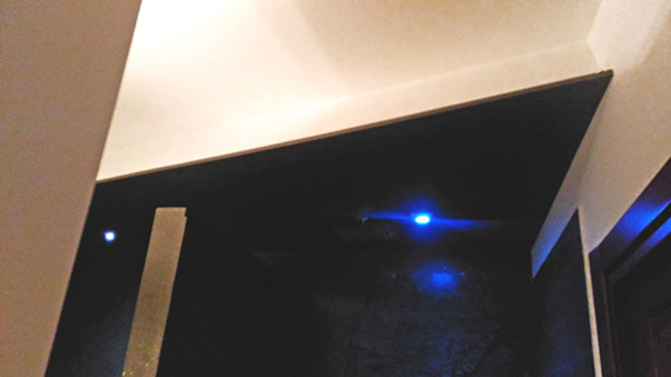 Dettaglio illuminazione doccia Bagno moderno di antonio felicetti architettura & interior design Moderno Cemento