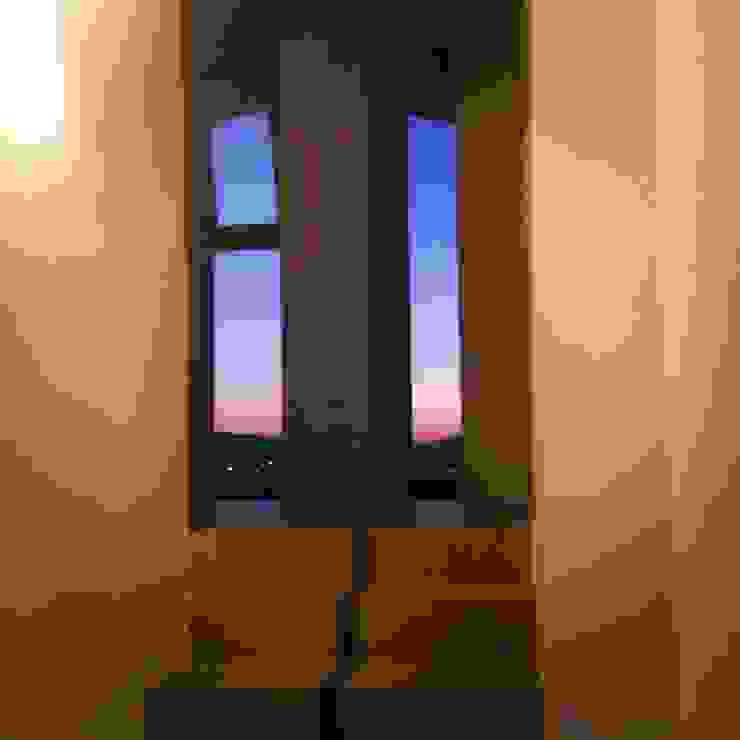 Vetrata seconda scala Soggiorno moderno di antonio felicetti architettura & interior design Moderno Cemento