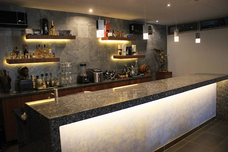 Inmobiliaria Punto 30 Modern wine cellar