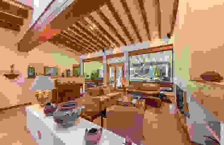 Inmobiliaria Punto 30 Rustic style living room
