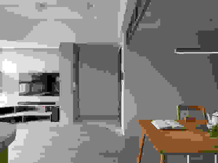 日日 斯堪的納維亞風格的走廊,走廊和樓梯 根據 寓子設計 北歐風