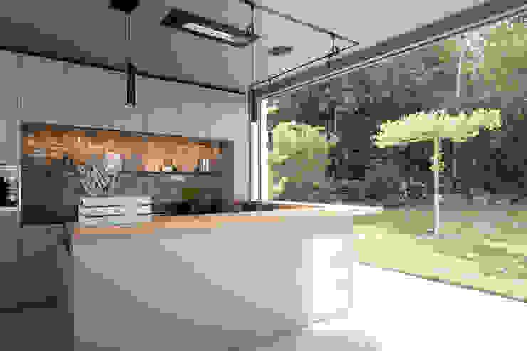 BRÜNING INTERIORS Built-in kitchens Wood-Plastic Composite Beige